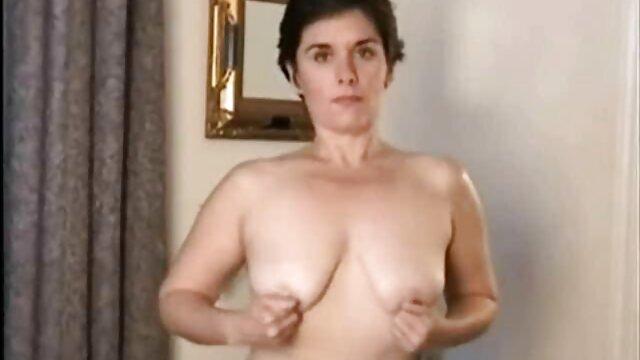 XXX keine Registrierung  Amalia Davis aka Amalia Devis-Dude fickt Halbnackten kostenlose pornofilme mit reifen frauen Roller Skater