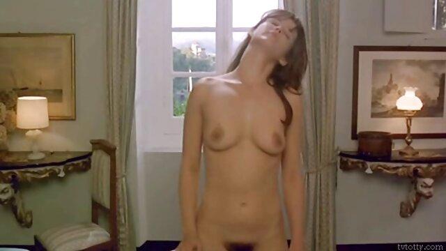 XXX keine Registrierung  Julia sexfilme ab 50 Rot