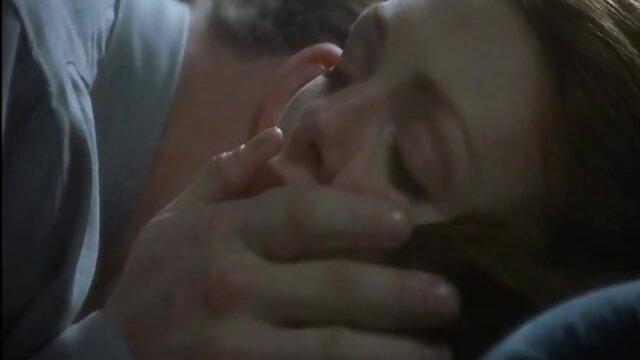 XXX keine Registrierung  Guy bleibt in einem Haus mit der sexfilme mit reifen frauen ungezogenen Frau seines Freundes